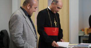 الآباء الرعاة الاجلاء، لكنيسة المشرق الآشورية، يزورون مؤسسة الإتحاد الآشوري العالمي في شيكاغو
